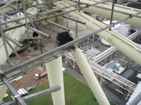 鉄塔支持型集合煙突パネル吊り足場
